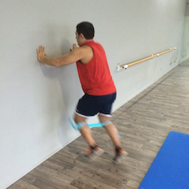 Skipping Con Gomas Contra Pared, paso 14