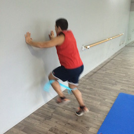 Skipping Con Gomas Contra Pared, paso 16