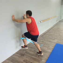 Skipping Con Gomas Contra Pared, paso 8