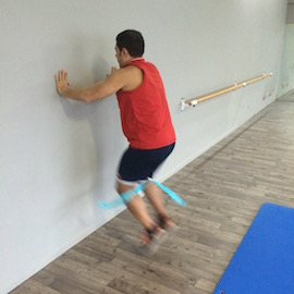 Skipping Con Gomas Contra Pared, paso 9
