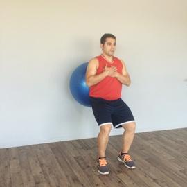 Media Sentadilla Con Balón De Fitness, paso 6