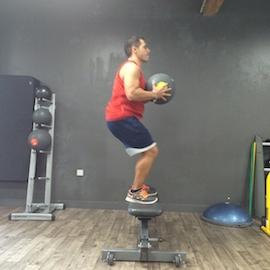 Salto Al Banco Con Balón Medicinal Bipodal, paso 12