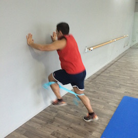 Skipping Con Gomas Contra Pared, paso 13