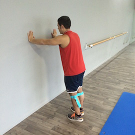 Skipping Con Gomas Contra Pared, paso 1