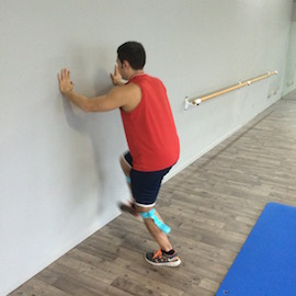 Skipping Con Gomas Contra Pared, paso 3
