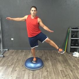Equilibrio Unipodal Sobre Bosu Con Balanceo Frontal, paso 16